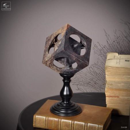 Formes imbriquées en stéatite support bois