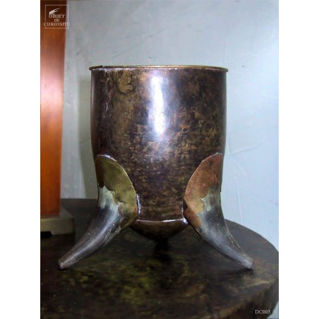 Narrow bowl in hammered copper